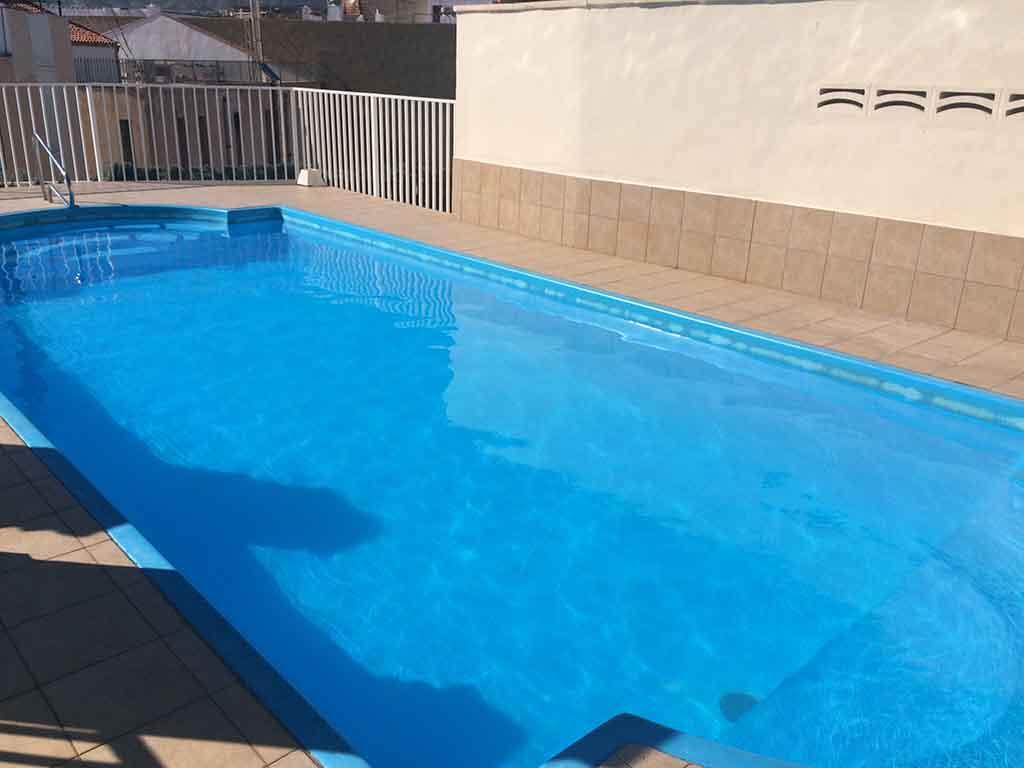 Benidorm gemelos17 piscina pisos en benidorm compra y for Piscina climatizada benidorm